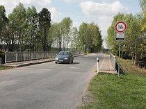 Květnové bourání se dotkne mostu u Hněvkovic (na snímku) i u Jiřic.