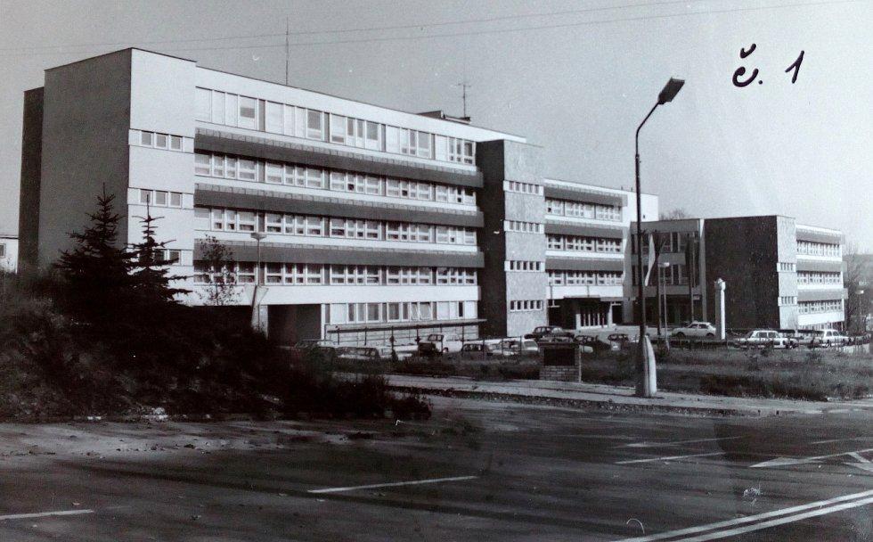 Objekt, kde sídlil pelhřimovský OV KSČ,  se otevíral 28. února 1982.
