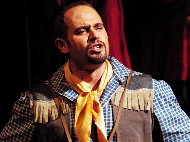 Tenorista Bohdan Petrović účinkoval například v operetě Rose Marie.