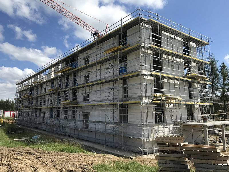 Stavba bytového domu v Pacově.