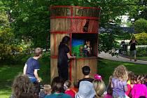 Loutky v zahradě. Druhý ročník akce předčil v množství návštěvníků svou loňskou premiéru.