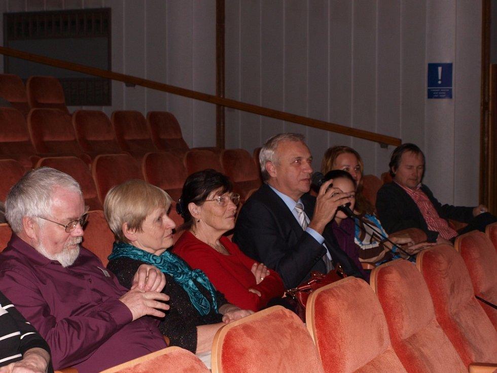 Zahájení festivalu Jeden svět v pelhřimovském kině Vesmír