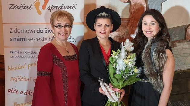 Stanislava Šillerová (uprostřed).