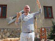 Jakub Skočdopole vytvořil rekordně dlouhou špagetu z cukety v Pelhřimově.