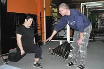 Tři roky jezdí pravidelně, vždy jednou týdně, cvičit do pelhřimovského fitness centra k Václavu Blažkovi (na snímku) Iva Chalupová z Humpolce.