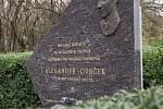 Pomník Alexandra Dubčeka na 88. kilometru dálnice D1.