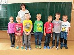 Na fotografii jsou žáci ze ZŠ a MŠ Čejov, 1. třída paní učitelky Věry Chalupové.