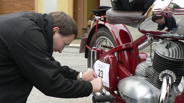 V Žirovnici se v sobotu konal sraz historických vozidel do roku výroby 1980 s názvem Krajem Perleťářů.