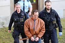 Muže obviněného z vraždy servírky poslal soud do vazby.