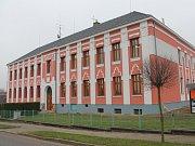 Tak vypadá po opravě škola v Horní Cerekvi. Zateplení má navíc výrazně ušetřit provozní náklady.