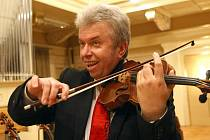 Pro Jaroslava Svěceného je charakteristické neordodoxní pojetí moderních, ale i klasických skladeb.