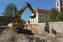 Výstavba skate parku v Pacově.