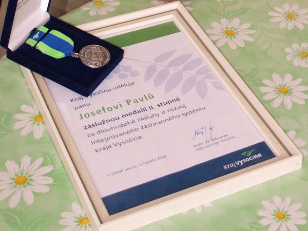 Vroce 2008dostal Josef Pavlů od Kraje Vysočina medaili za dlouhodobé zásluhy orozvoj integrovaného záchranného systému Kraje Vysočina.