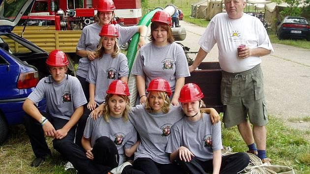V obci Píšť mají i ženský tým, který se účastní různých závodů. Ženské pokolení se stále snaží vyrovnat svým mužským vzorům, což se jim docela daří.