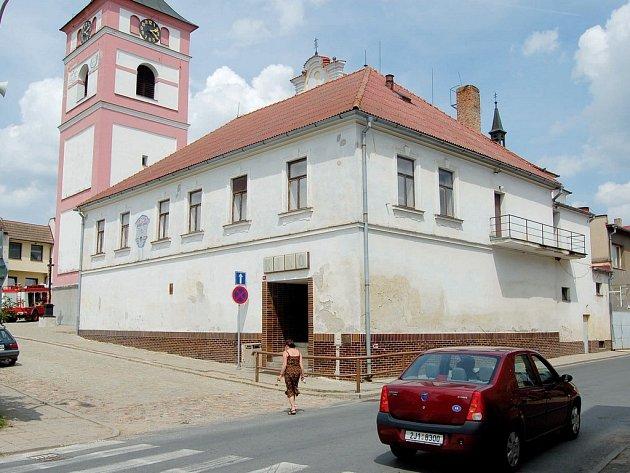 Na opravu budovy bývalého kina zatím radnice v Černovicích nemá peníze. Rekonstrukce by předběžně vyšla na pět až deset milionů korun.
