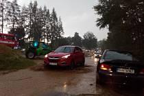 Důsledky bouřky a přívalových dešťů komplikovali dopravu mezi Pacovem a Pošnou.