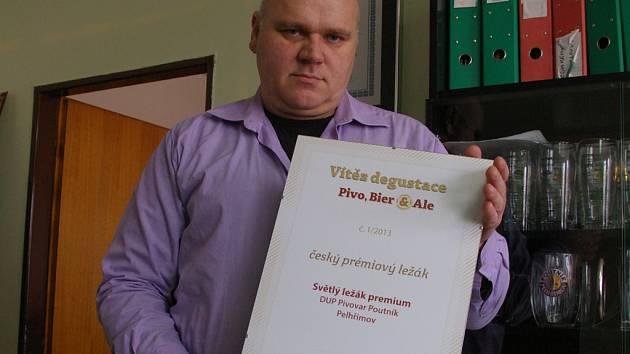 Obchodní ředitel Jiří Vacek s oceněním.