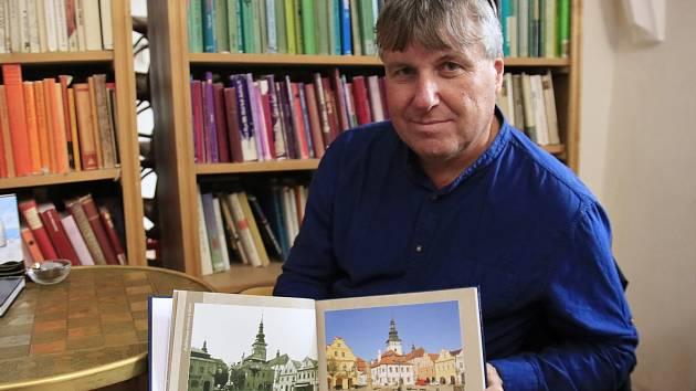 Milan Šustr a jeho nová kniha Pelhřimov včera a dnes.
