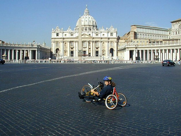 Na nejnáročnější cestě do Říma se paraplegik Dušan Petřvalský setkal s již zesnulým papežem Janem Pavlem II.