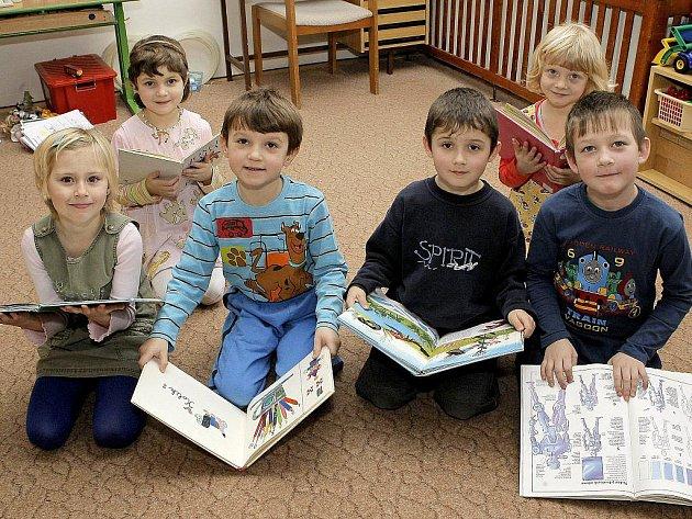 Tentokrát odpovídaly děti z Mateřské školy v Žirovnici. Kristýnka Nečasová  5 let, Michalka Havlíčková 5 let, Radunka Kadlecová 6 let, Vojtíšek Péč 6 let, Ondra Vaňásek 5 let, Vojtíšek Ježek 6 let.