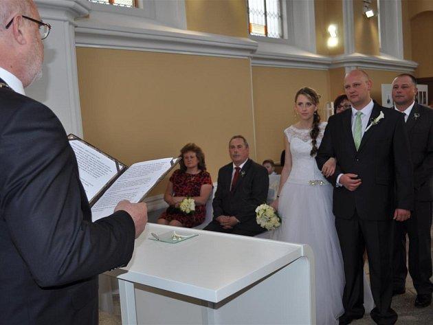 Kaple svatého Kříže hostila první svatbu po své rekonstrukci.