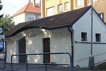 Přibližně na 400 tisíc korun vyšla oprava čekárny na autobusovém nádraží v Pacově a vytvoření nových veřejných WC.