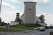 Kostel svatého Petra a Pavla v Obratani.
