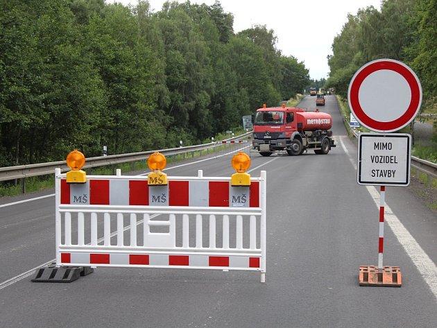 Silnice mezi Zlátenkou a Kámenen už je průjezdná.