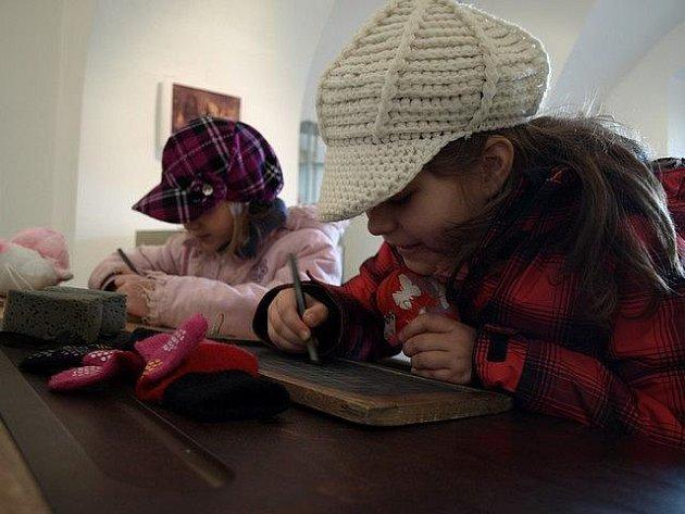 Výstava Dítě, radost rodiny v pelhřimovském Muzeu Vysočiny