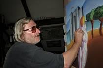 Do svého zázemí o víkendu veřejnost pozve i pacovský malíř Jiří Duffek.