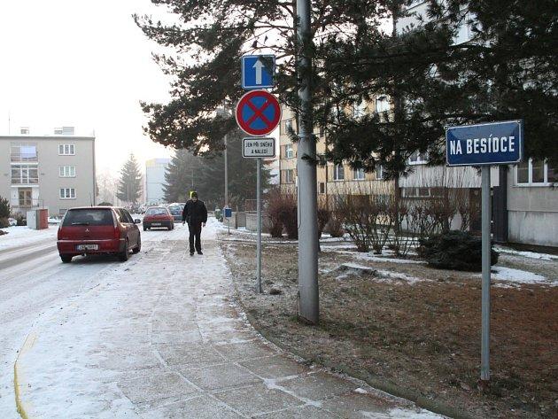Ulicí Na Besídce v Kamenici nad Lipou projíždí řidiči od 1. prosince jednosměrně.