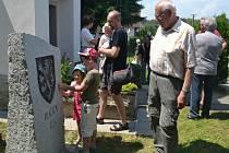 Hojný počet plačkovských obyvatel a rodáků se o uplynulém sobotním odpoledni sešel u kapličky, aby byl svědkem slavnostního odhalení pamětního kamene s nápisem Plačkov 1226.