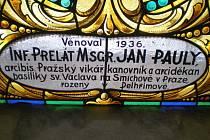 Paulyho dar rodnému Pelhřimovsku -  okno v křemešnickém kostele.