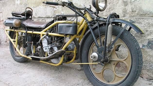 Burza historických vozidel a dílů v Chotusicích u Čáslavi