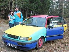 Pozornost řidičů i kolemjdoucích budí tento Volkswagen Passat, jehož majitelem je František Kostelecký z Humpolce.