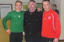 Jiří Hájek spojil prakticky celou svou trenérskou kariéru s humpoleckým fotbalem. Vychoval celou řadu hráčů, mezi nimi i prvoligisty. Trénovali pod ním i Jan Kopic (vlevo) a Stanislav Tecl (vpravo), kteří se ke svému kouči stále hrdě hlásí.