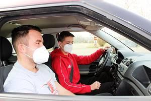 Autoškola v době koronaviru. Ilustrační foto