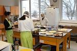 Studenti při odborném výcviku