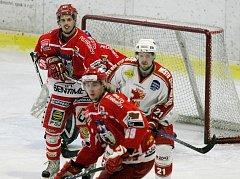 Petr Plch (vlevo) byl jedním z těch, kteří trenéru Martinkovi v Nymburku citelně chyběli.