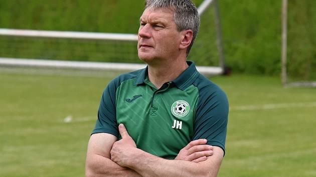 Trenér Kamenice nad Lipou Josef Hadrava trumfy před sezonou moc ukazovat nechce.