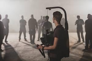 Michal Burda je jednatelem a zakladatelem firmy, který se kromě obchodních záležitostí zabývá především fotografií. Působí i jako produkční a kameraman. Foto: archiv Michala Burdy