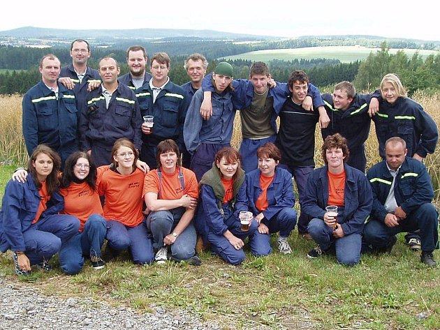Aktivní činnost se jednotlivým členům rozhodně nedá upřít. V poslední době tráví čas na brigádách v obci, kde se nyní upravuje rybník. Díky hasičům pak bude moci sloužit ke koupání.