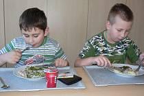 Ve školní jídelně Za Branou dětem chutná. Obecně, ale pacovští školáci jí nezdravě a s pohybem na tom nejsou také moc dobře. Vyplývá to z dotazníkového průzkumu, který provedla Všeobecná zdravotní pojišťovna