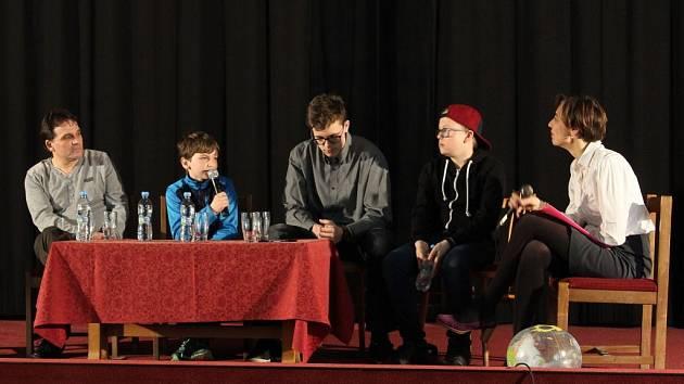 Ve čtvrtek v pelhřimovském kině Vesmír odstartoval třídenní festival Jeden svět.