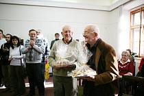Daniel a Jiří Reynkovi na vernisáži v Humpolci.