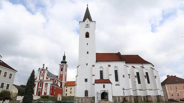 Jednu ze stěn kostela sv. archanděla Michaela v Pacově čeká obnova.