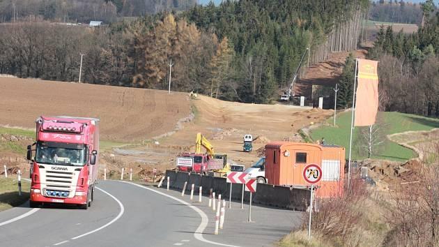 Práce na stavbě obchvatu Ústrašína, Ondřejova a a Myslotína pokračují i na počátku přicházející zimy.