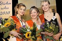 Dívkou roku na Pelhřimovsku je Abigail Hánová. Druhá skončila její spolužákyně ze ZŠ Krásovy domky Johana Plášilová (vpravo), obrataňská Karolína Táborová zúročila své loňské zkušenosti a kromě titulu druhé vicemiss to vyhrála u publika.