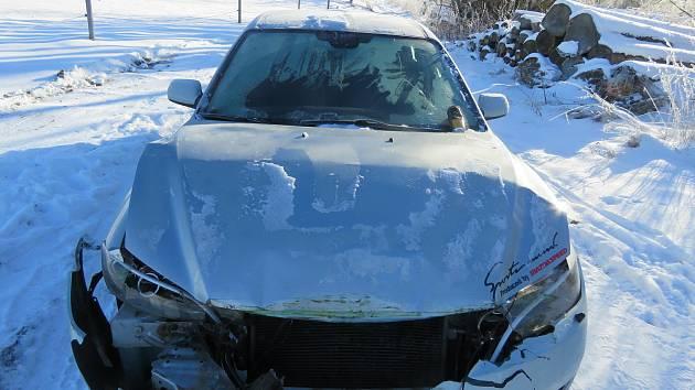 V pondělí ráno na železničním přejezdu v obci Zajíčkov na Pelhřimovsku narazilo osobní auto do vlaku.