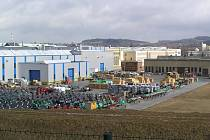 Jedenáct stovek zaměstnanců pelhřimovského Agrostroje zažívá nejisté období. Před necelými dvěma týdny podepisovali v tomto podniku smlouvu na výrobu profi sekaček Japonci, vyhráno ale zdaleka není.